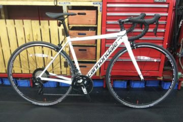 """<span class=""""title"""">あと1台のcannondale CAAD12 48cm ホワイト</span>"""